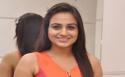 Aksha Pardasany excited to act with Ravi Teja