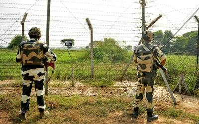 India, Pakistan trade heavy fire on LoC
