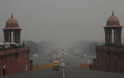 Delhi shivers as mercury drops to 2 degrees