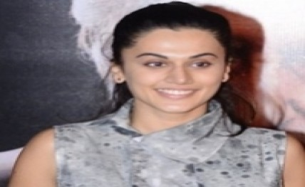 Taapsee visits Golden Temple with 'Runningshaadi.com' team