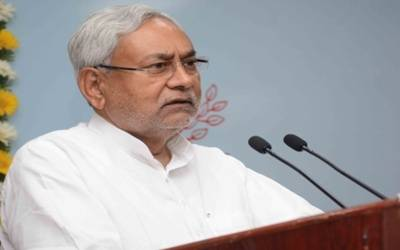 Nitish lays foundation stone of Bihar's 1st double decker flyover
