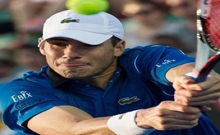 Isner wins serving battle vs Raonic to reach Wimbledon semis