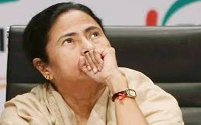 Mamata criticizes IT raids at Yogendra Yadav's kins' hospital