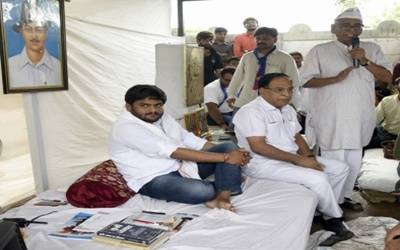 Hardik breaks fast, won't care if dubbed 'anti-national'