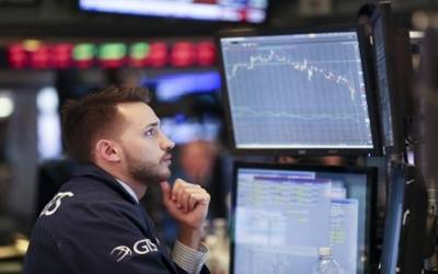 Wall Street ends mixed amid trade worries
