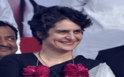 Priyanka begins roadshow in Lucknow with Rahul, Scindia