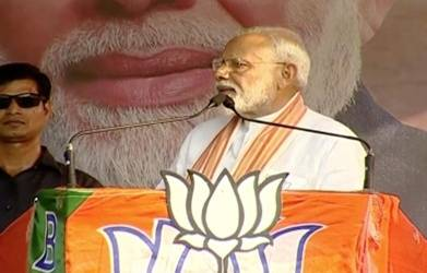 Paint my worst picture, won't lodge FIR: Modi tells Mamata