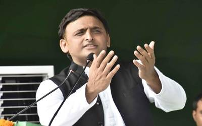 Akhilesh isolated, SP sinking into realms of despair (IANS Special)