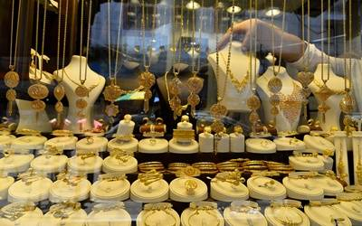 Budget may lower gold import duty from 12.5% to boost jewellery exports