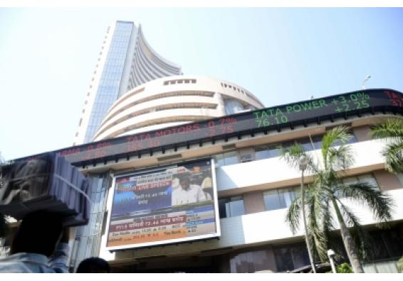 Equity indices give up gains to end flat (Lead)