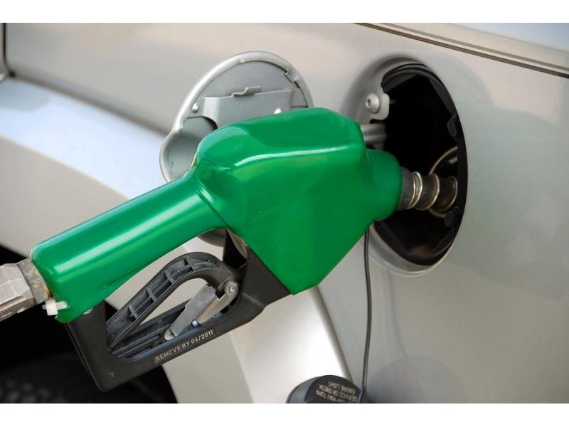 Covid, fuel cost sequentially slows auto sales (Roundup)