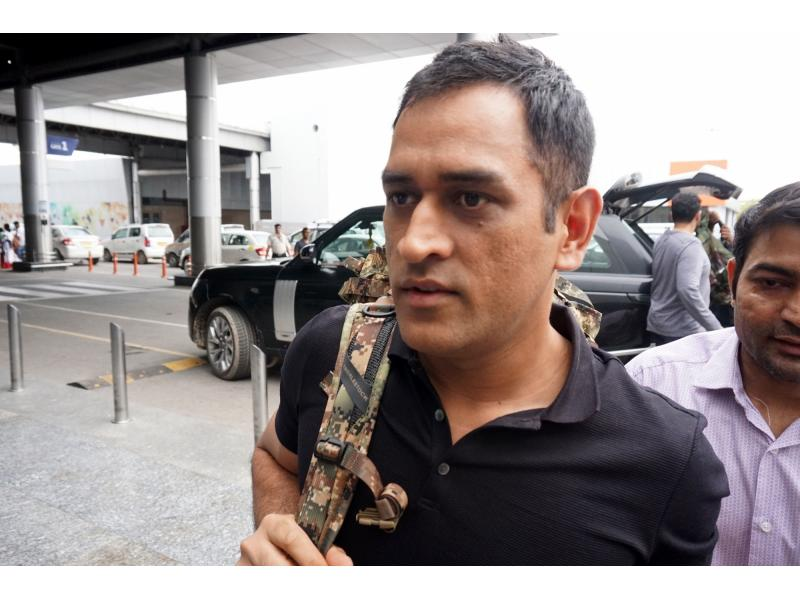 Dhoni joins India team as mentor for T20 WC, Ashwin returns to squad (ld)